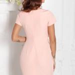 Короткое платье-футляр персикового цвета с драпировкой и короткими рукавами sz00026ph-3