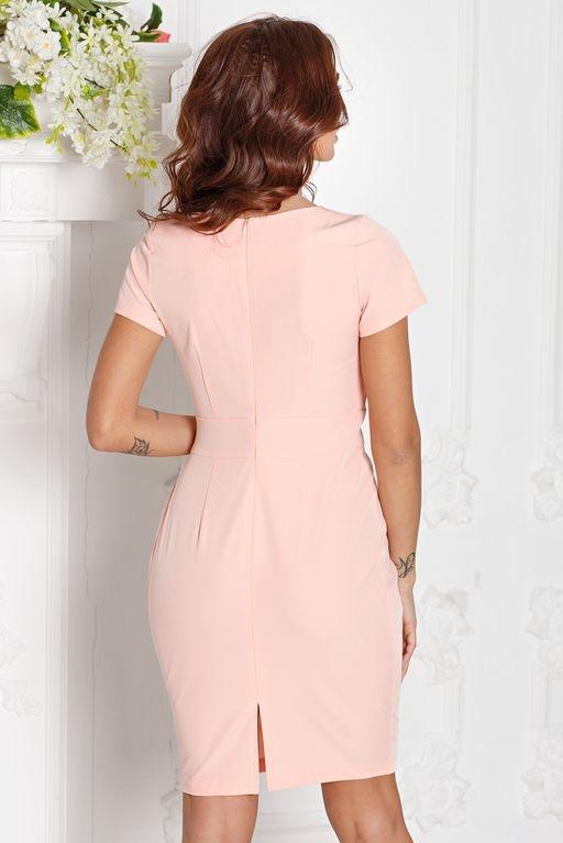 Заказать Короткое платье-футляр персикового цвета с драпировкой и короткими рукавами с бесплатной доставкой по России