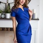 Короткое платье-футляр синего цвета с драпировкой и короткими рукавами sz00026bl-1