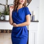 Короткое платье-футляр синего цвета с драпировкой и короткими рукавами sz00026bl-3