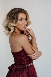 Короткое платье-корсет бордового цвета с кружевным верхом и пышной юбкой купить в интернет-магазине