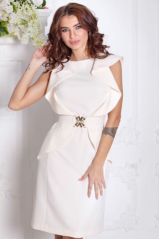 65de3e3f8e2 Платье-футляр цвета айвори с воланами и поясом без рукавов купить в Воронеже