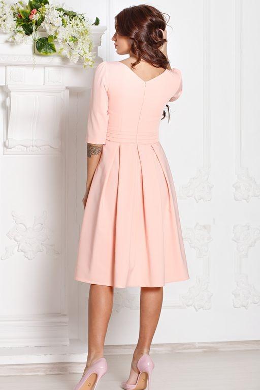 Заказать Платье персикового цвета длины миди с пышной юбкой и рукавами 3/4 с бесплатной доставкой по России