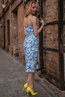 49b3087bf15 Белое платье-футляр с цветочным принтом из хлопка на тонких бретелях купить  с примеркой ...
