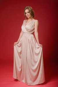 Заказать Бежевое платье в пол в греческом стиле из шелка с примеркой