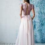 Длинное платье пудрового цвета с шифоновой юбкой и вырезом на спине zd00296pw-7