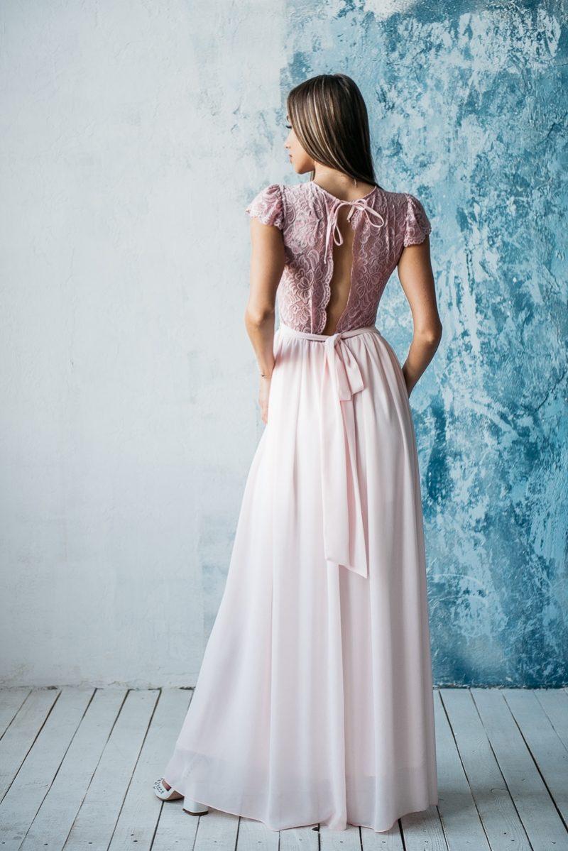 Заказать Длинное платье пудрового цвета с шифоновой юбкой и вырезом на спине с примеркой
