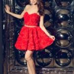 Короткое платье из крупных роз красного цвета с открытым верхом zd00323rd-1
