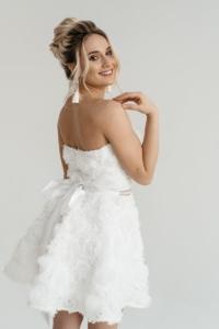 Купить Короткое платье из крупных роз молочного цвета с открытым верхом в интернет-магазине