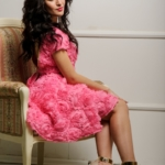Короткое платье из крупных роз розового цвета с открытой спиной zd00281pk-3
