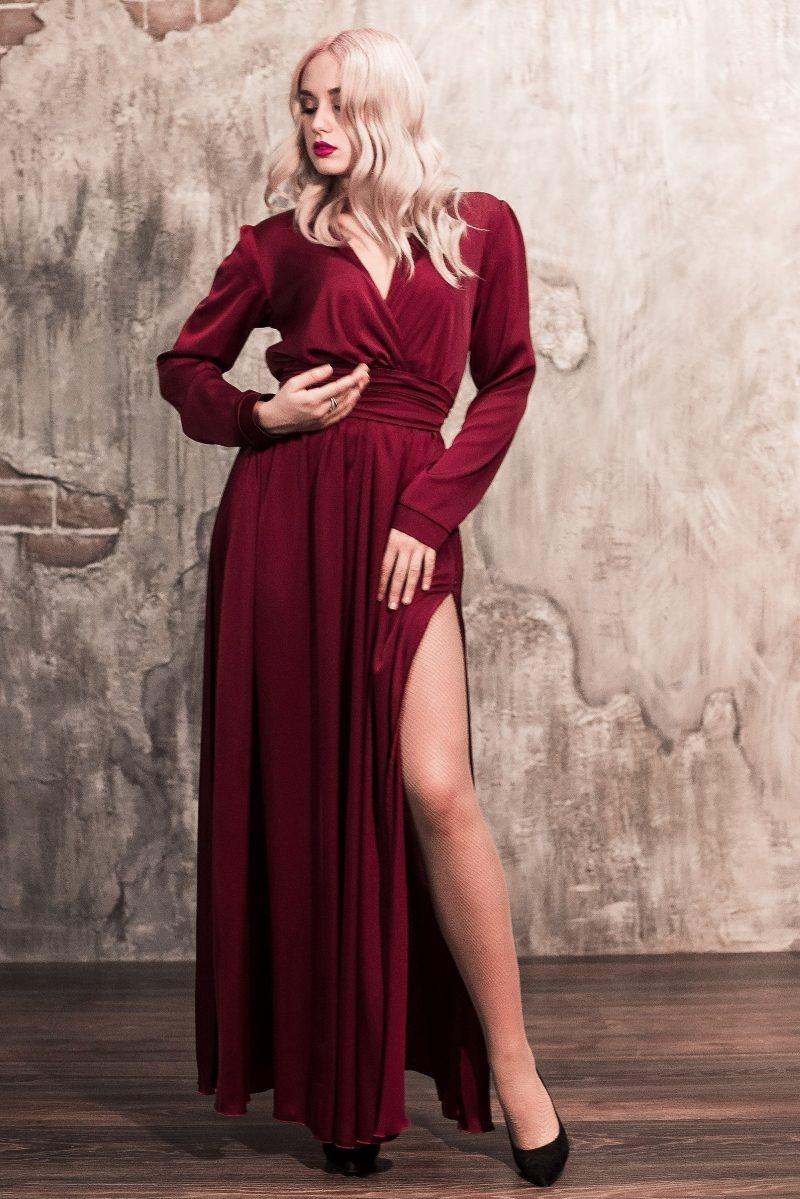 Вишневое платье в пол в греческом стиле с длинными рукавами купить в интернет-магазине