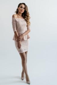 Гипюровое платье пепельно-розового цвета с баской и открытыми плечами заказать с примеркой