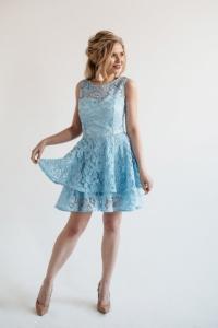 Голубое кружевное платье мини без рукавов с пышной юбкой купить в интернет-магазине