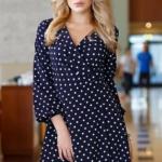Короткое платье с запахом темно-синего цвета в горошек sz00168db-1