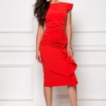 Платье-футляр красного цвета длины миди с драпировкой и воланами sz00037rd-1