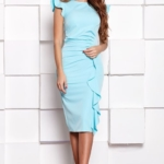 Платье-футляр ментолового цвета длины миди с драпировкой и воланами sz00037mn-1