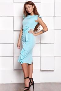 Купить Платье-футляр ментолового цвета длины миди с драпировкой и воланами с бесплатной доставкой по России