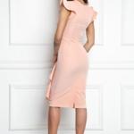 Платье-футляр персикового цвета длины миди с драпировкой и воланами sz00037ph-3