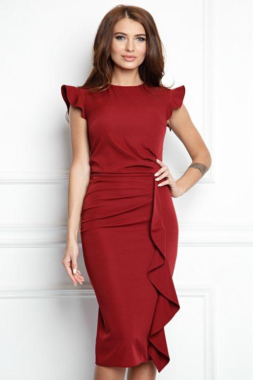 Платье-футляр цвета марсала длины миди с драпировкой и воланами купить в интернет-магазине