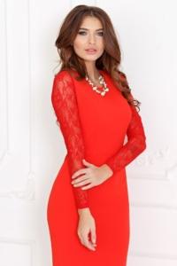 Купить Вечернее красное платье прямого кроя с отделкой гипюром с бесплатной доставкой