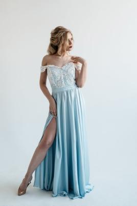 Вечернее платье голубого цвета с корсетом и разрезом на юбке заказать с примеркой
