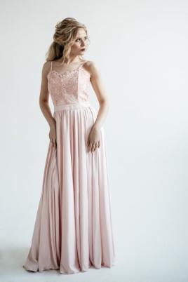 Вечернее платье пудрового цвета с корсетом на тонких бретелях заказать с примеркой