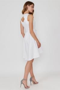Купить Белое платье из жаккарда с асимметричной юбкой и вырезом на спине в интернет-магазине