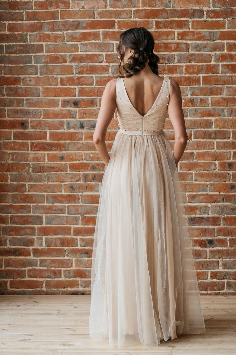 Купить Бежевое вечернее платье с пышной юбкой и отделкой бусинами в интернет-магазине
