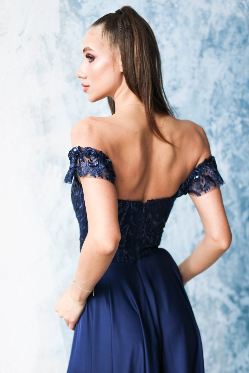 Купить Длинное вечернее платье-корсет темно-синего цвета с разрезом на юбке в интернет-магазине