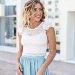 Комплект: белый гипюровый топ и голубая шелковая юбка в пол zd00040lb-2