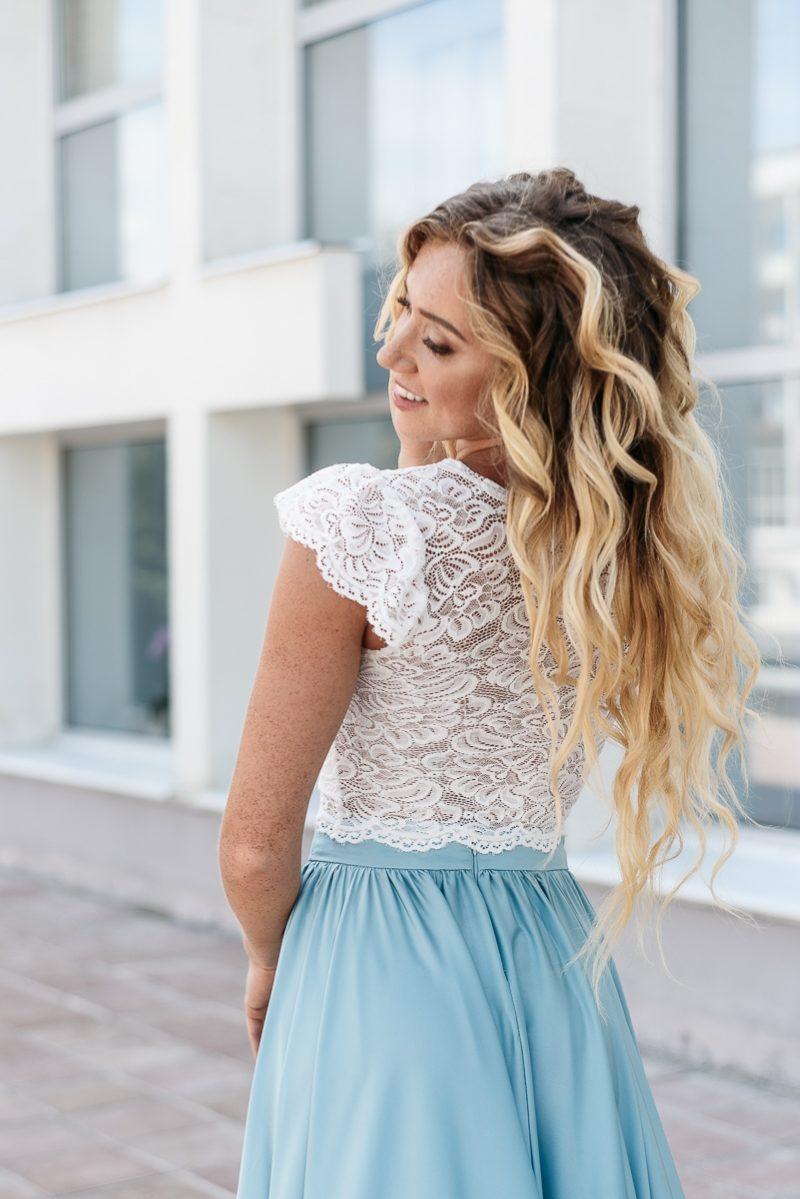 Купить Комплект: белый гипюровый топ и голубая шелковая юбка в пол в интернет-магазине