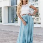 Комплект: белый гипюровый топ и голубая шелковая юбка в пол zd00040lb-4
