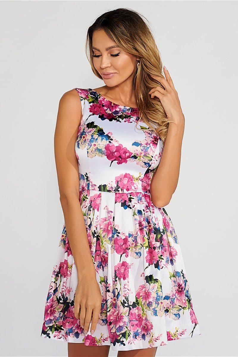 Короткое белое платье с цветочным принтом и вырезом на спине купить в интернет-магазине