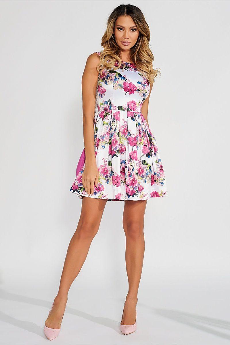 Короткое белое платье с цветочным принтом и вырезом на спине заказать с примеркой