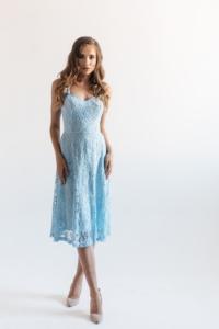 Кружевное платье миди голубого цвета на бретелях купить в интернет-магазине