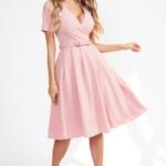 Нежно-розовое платье миди с декольте и пышной юбкой vv51544pk-1