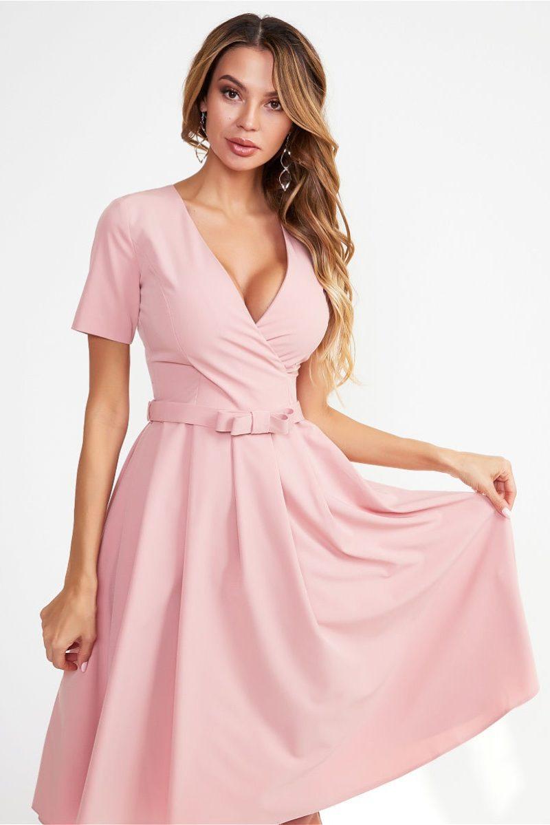 Нежно-розовое платье миди с декольте и пышной юбкой заказать с бесплатной доставвкой