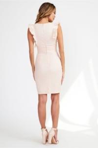 Купить Платье-футляр персикового цвета с вырезом и воланами на плечах в интернет-магазине