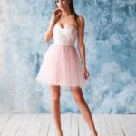 Платье мини с корсетным верхом из кружева с пышной юбкой пудрового цвета zd00381pw-2