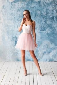 Платье мини с корсетным верхом из кружева с пышной юбкой пудрового цвета заказать с примеркой