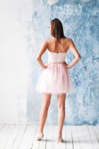 Купить Платье мини с корсетным верхом из кружева с пышной юбкой пудрового цвета в интернет-магазине