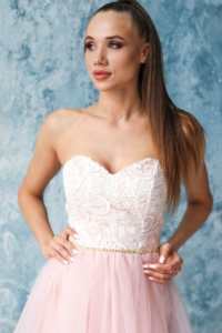 Заказать Платье мини с корсетным верхом из кружева с пышной юбкой пудрового цвета с бесплатной доставкой