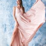 Платье в пол цвета пудры с кружевной отделкой и разрезом на юбке zd00491pw-4