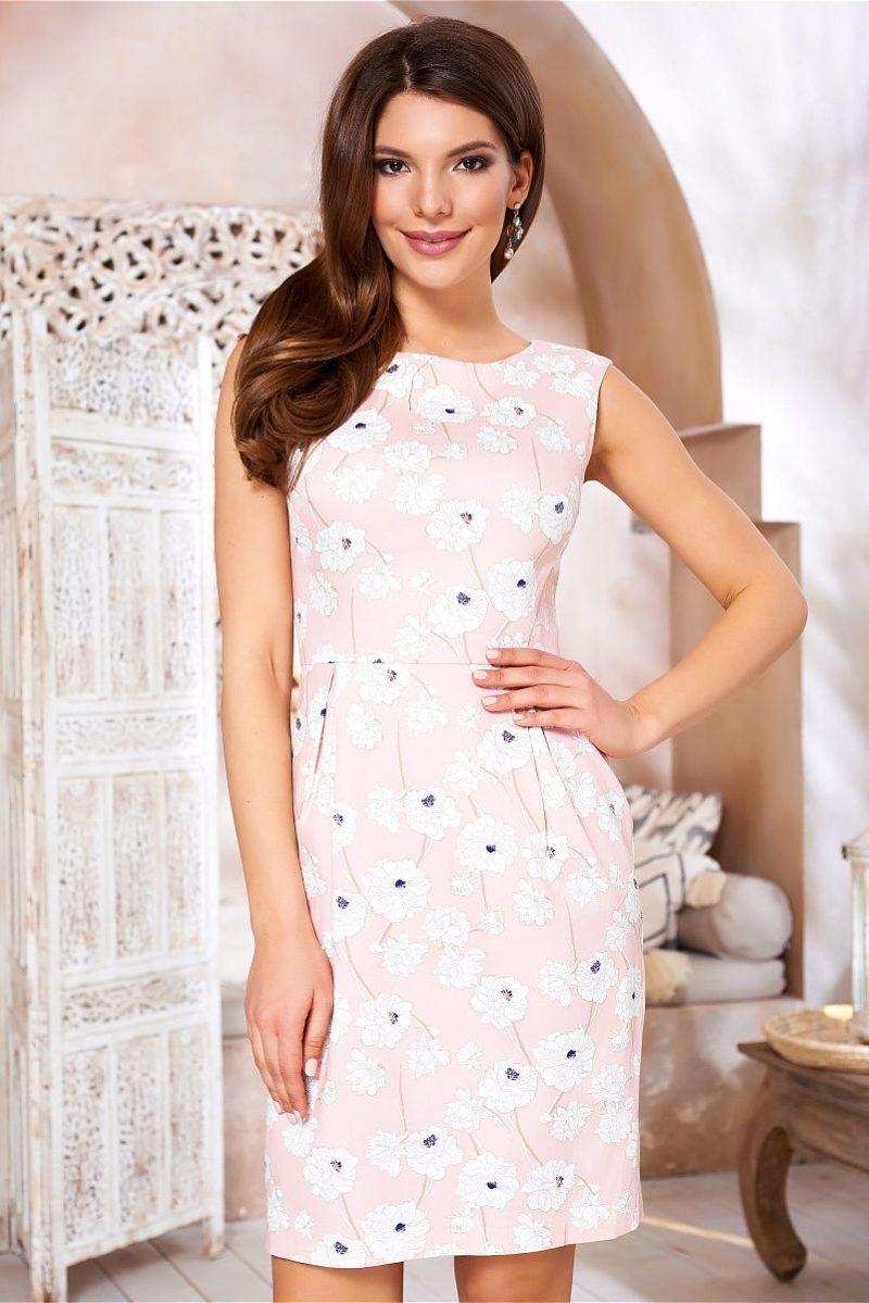 Светло-розовое платье-футляр с цветочным принтом и защипами на талии vv52059pk-1