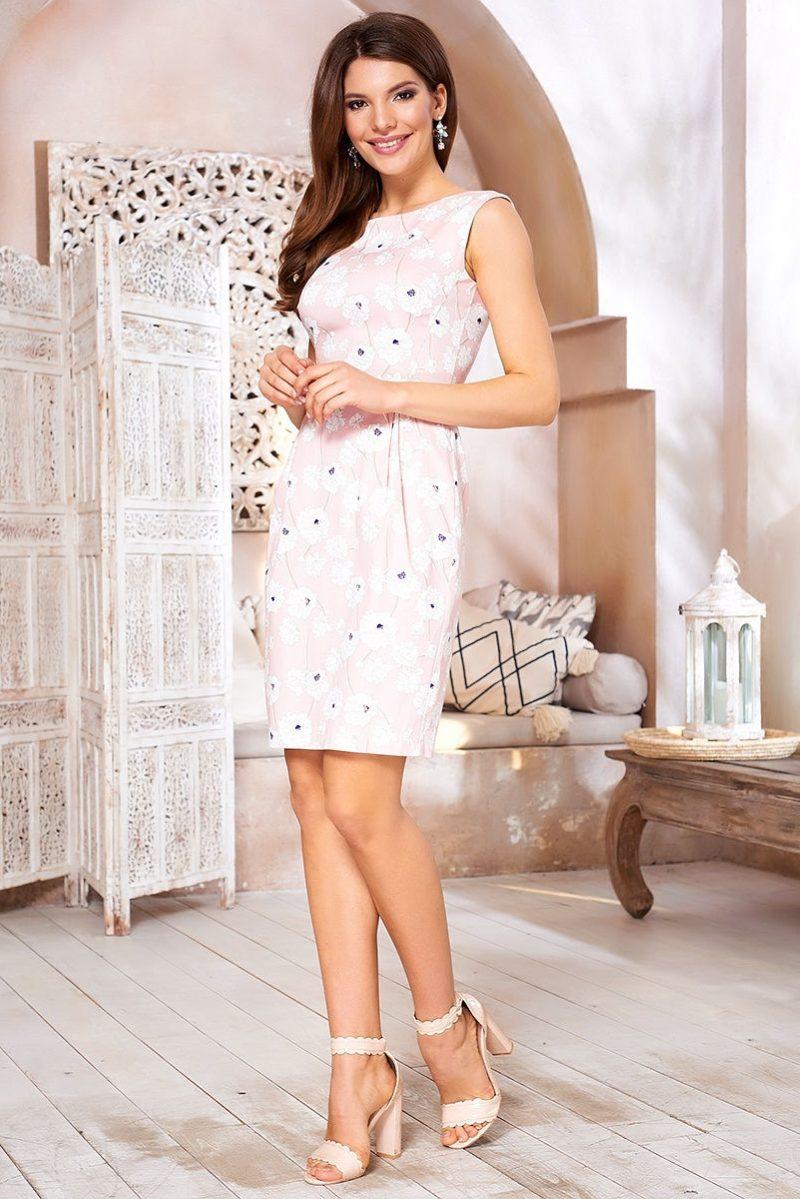 Светло-розовое платье-футляр с цветочным принтом и защипами на талии vv52059pk-2