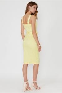 Купить Светло-желтый сарафан длины миди с поясом и пуговицами в интернет-магазине