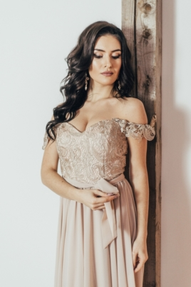 Вечернее платье-корсет бежевого цвета с кружевом и шифоновой юбкой заказать с примеркой