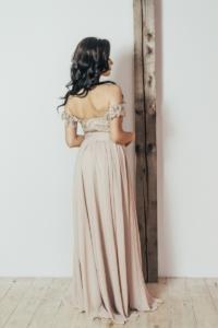 Купить Вечернее платье-корсет бежевого цвета с кружевом и шифоновой юбкой в интернет-магазине