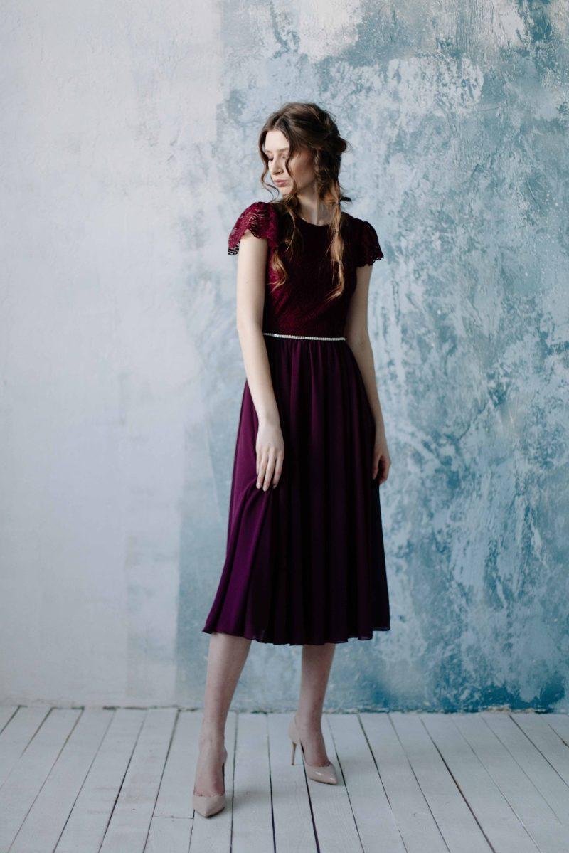 Коктейльное платье миди вишневого цвета с вырезом на спине купить в интернет-магазине
