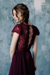 Коктейльное платье миди вишневого цвета с вырезом на спине купить с примеркой